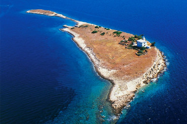 Holiday accommodation in Croatia on lighthouse Pločica on the island of Pločica.