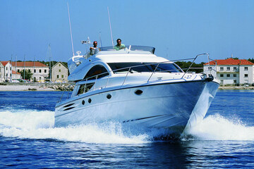 Information on skipper service or licenses required for yacht charter in Croatia
